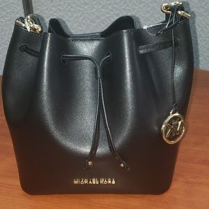 Pre-owned black l Mi hael Kors bucket  cross- body